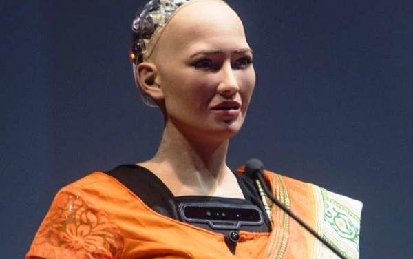 Sophia Robot Loses Parts on the Way to Ethiopia